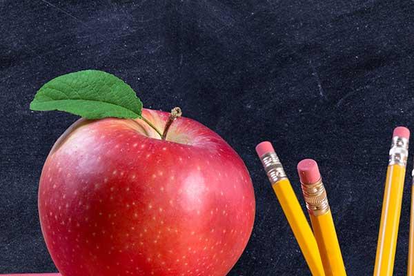 青少年膳食总原则为充足的能量,足量的动物性食品、果蔬、谷类及